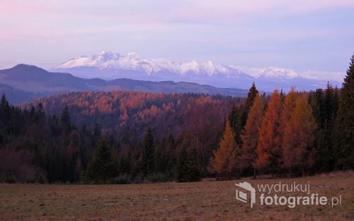 Wschód Słońca i widok na Tatry z polany Litawcowej, Beskid Sądecki, listopad 2017