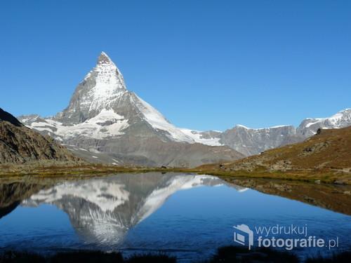 Poranek nad jez. Riffelsee. Alpy Pennińskie, Szwajcaria, wrzesień 2014