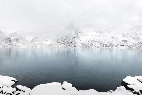 Góra Lilandstinden, wyspa Hamnoy, Lofoten, Norwegia