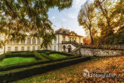 Pałac Radziwiłów w podkrakowskich balicach, w czasie najbardziej pogodnego tygodnia października roku 2017.
