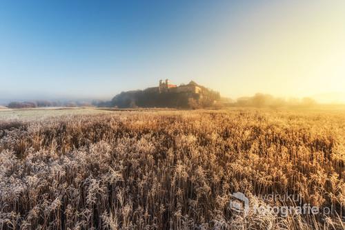 Klasztor w Tyńcu pewnego mroźnego poranka.  To samo zdjęcie zostało wybrane na wystawę w hotelu Ibis Kraków Stare Miasto