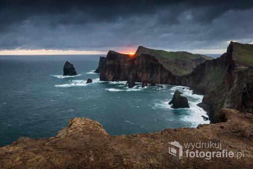 Wschód słońca nad przylądkiem Świętego Wawrzyńca na Maderze