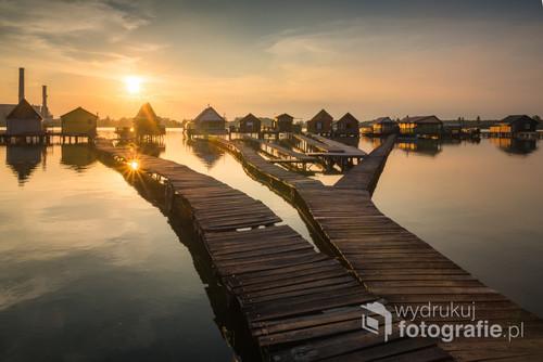 Domki na jeziorze Bokod, Węgry