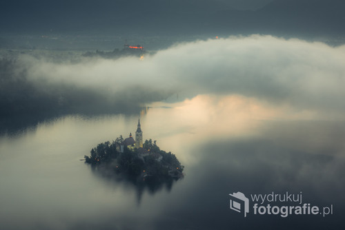Mgła nad jeziorem Bled