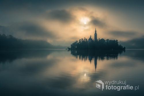 Mrocznie nad jeziorem Bled