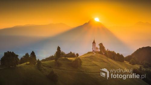 Kościół św. Primusa i Felicjana we wsi Jamnik w Słowenii