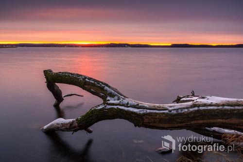 Poranek nad jeziorem Święcajty