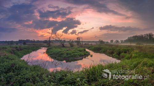 Zachód słońca nad zakolem rzeki