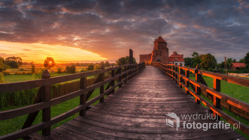 Zamek w Liwie o wschodzie słońca