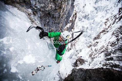 Wspinanie po lodospadzie w Dolinie Białej Wody, Słowacja. Zdjęcie wyróźnione w prestiżowym konkursie Memorial Maria Luisa oraz w CVCE Photo Contest
