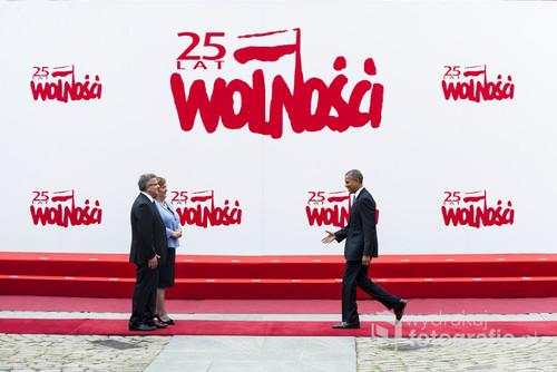 Przywitanie Prezydenta Stanów Zjednoczonych Baracka Obamy przez Prezydenta Bronisława Komorowskiego wraz z małżonką na Zamku Królewskim w Warszawie. Jedno z moich ulubionych zdjęć wykonanych w czasie tego wydarzenia.