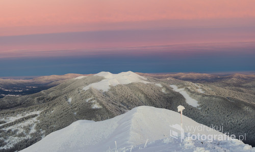 Panorama zimowych Bieszczadów wykonana z Połoniny Caryńskiej w kierunku Połoniny Wetlińskiej.