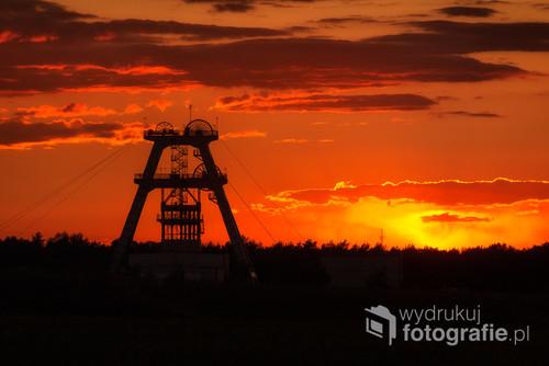 Najgłębszy szyb w polskim górnictwie. Szyb został pogłębiony i jego głębokość wynosi 1320 metrów.