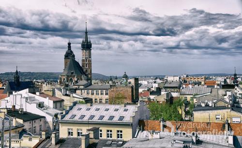 Panorama Krakowa, dachy, wieże kościoła Mariackiego.
