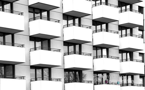 Balkony na jednym z nowohuckich osiedli.