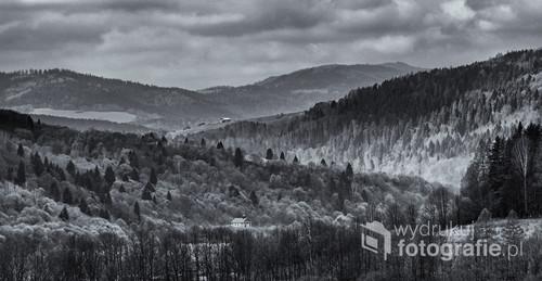 Wiosenna Muszyna w czerni i bieli.
