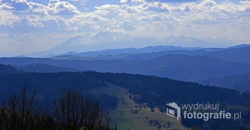Panorama Tatr w wiosenny dzień