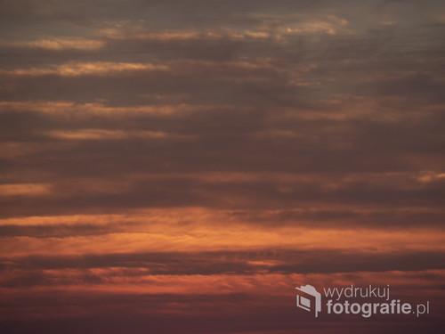 Tak czerwone zachody słońca widziałam tylko w 2 miejscach w Mjanmie oraz w Izraelu. Niebo wyglądało jakby trawił je jakiś niebiański ogień. To zdjęcie pochodzi z Izraela, z Tel Avivu.