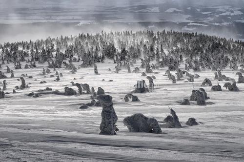 Zdjęcie zostało zrobione zimą na szczycie Pilska.  Wygrało 10 Wielki Konkurs Fotograficzny National Geographic w 2014 roku w kategorii Krajobraz