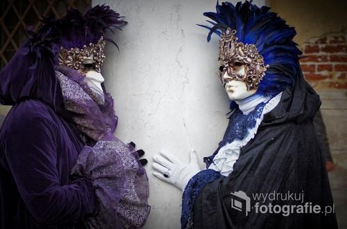 Karnawał w Wenecji.Coroczne przedstawienie,strojów i kolorowych masek Weneckich.