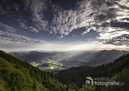 W drodze na Babią Górę od Markowych Szczawin rozpościera się wspaniały widok z Przełęczy Brona.
