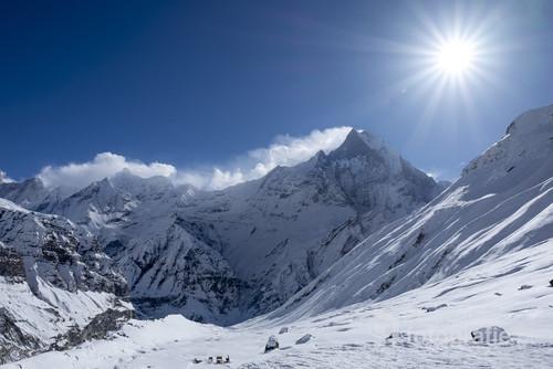 Zimowe Himalaje i widok na Machhapuchhare z ABC - Annapourna Base Camp, Nepal.