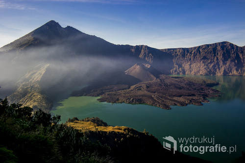 Zdjęcie wykonałam podczas wchodzenia na wulkan Rinjani w Indonezjii. Ten widok zaskoczył mnie po porannej pobudce, ponieważ nad krawdź dotarliśmy w nocy.