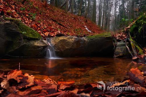 Fotografia została wykonana z długim czasem naświetlania żeby rozmyć ruch wody.