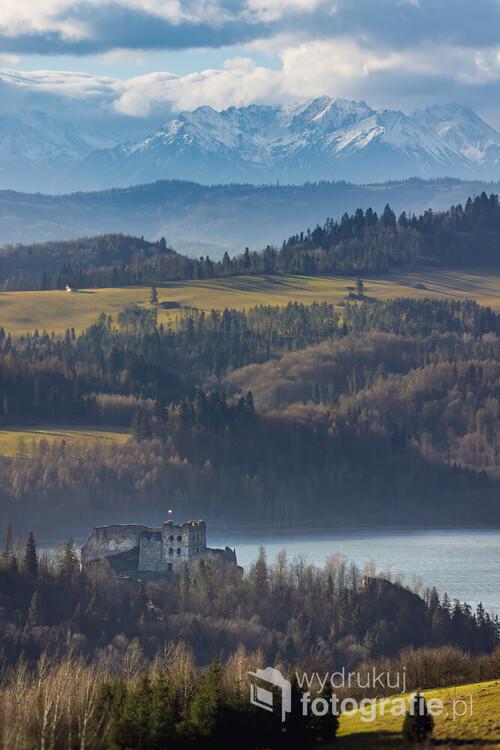 Zamek w Czorsztynie należy do jednych z najciekawszych i zarazem najbardziej tajemniczych atrakcji turystycznych regionu. Na jego temat powstało wiele legend, które przetrwały do dziś i nadal krążą zarówno wśród samych mieszkańców okolicznych miejscowości jak i przybywających do Czorsztyna turystów.