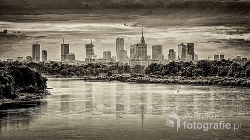Stylizowana na retro fotografia centrum Warszawy