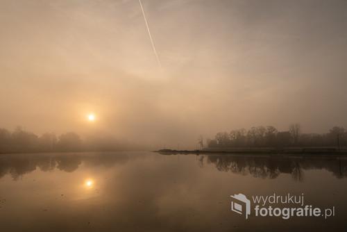 Jesienne poranne mgły nad Odrą w Opolu