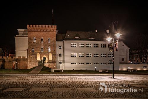 Zrekonstruowany Zamek Górny w Opolu oraz budynek Zespołu Szkół Mechanicznych w Opolu
