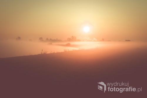 Podświetlone na złoto mgły nad Odrą i Kanałem Ulgi w Opolu