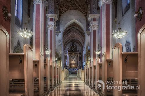 Wzniesiony w XIV wieku przez franciszkanów, po reformacji przeszedł w ręce ewangelików, a obecnie znów należy do franciszkanów. Jedna z najstarszych i najpiękniejszych świątyń gotyckich w Opolu