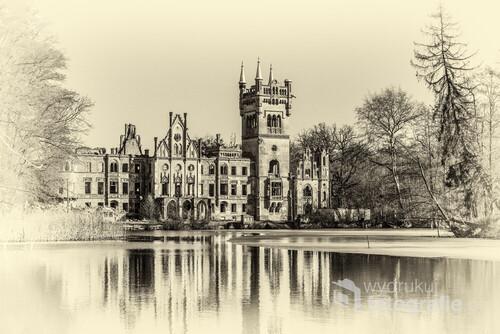 Ruiny pałacu na wodzie w Kopicach. Fotografie retro