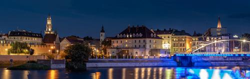 Panorama Starego Miasta w Opolu nocą