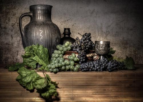 Martwa natura z winoroślą