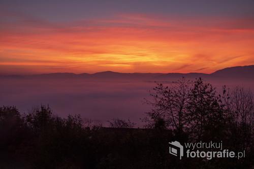Widok na Beskidy tuż przed wschodem słońca.Kolory niepowtarzalne.
