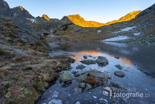 Fotografia wykonana w listopadowy poranek w Tatrach Wysokich.