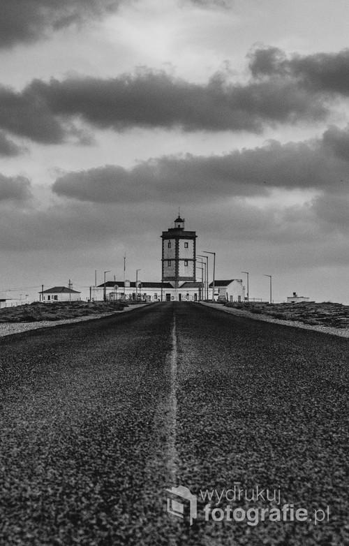 Latarnia w Peniche. Zdjęcie zrobione w czasie pandemii covid-19,całkowicie bez ludzi, ponieważ wjazd na latarnie został zamknięty.