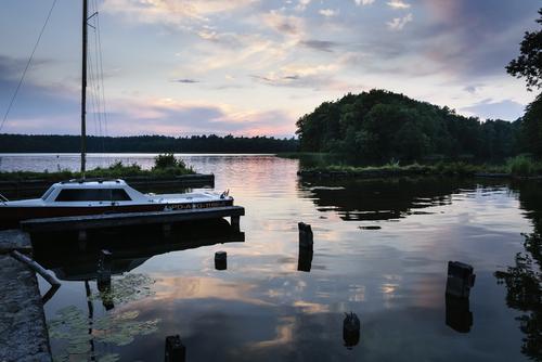 Wieczór nad jeziorem Necko w Augustowie.