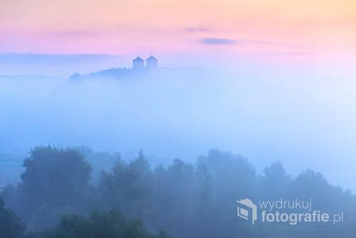 Mglisty poranek w Tyńcu, na zdjęciu Klasztor Benedyktynów w Tyńcu.