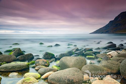 Zdjęcie powstało podczas jednaj z białych nocy na Lofotach. Trwająca kilka godzin