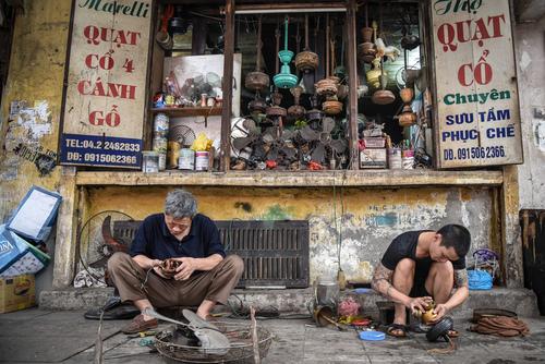 Warsztat naprawy wiatraków. Wietnam.  Zdjęcie nagrodzone w konkursie
