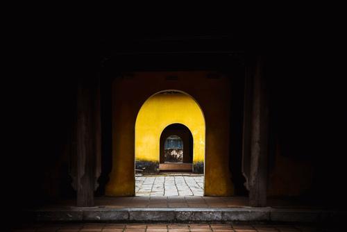 Dziedzińce budynku cesarskiej cytadeli w Hue. Wietnam.