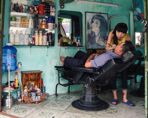 Zakład fryzjerski. Hue, Wietnam.