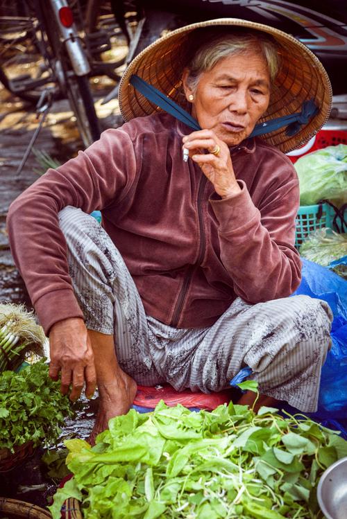 Sprzedawczyni na targu. Hoi An, Wietnam