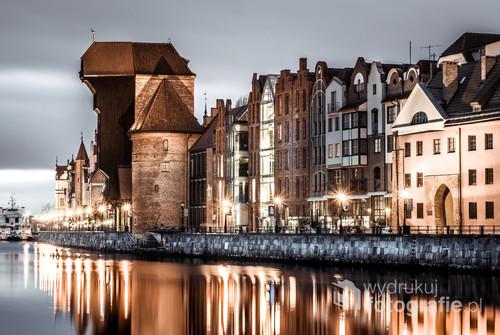 Zdjęcie zrobione w taki sposób by kojarzyło się z bursztynem jednym z symboli miasta Gdańska.
