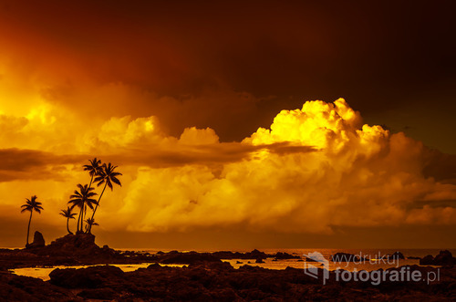 Wschód słońca na plaży parku narodowego Corcovado, Kostaryka 2015