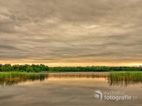 Zachód słońca nad jeziorem Wilkasy Wielkie